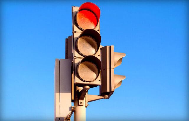 какой штраф за повторный проезд на красный свет