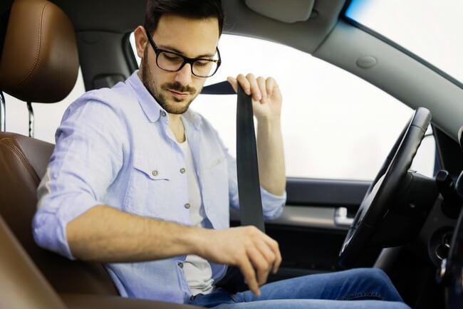 Размер штрафа за не пристегнутый ремень, какие санкции предусмотрены для водителя и пассажира за ремень безопасности, можно ли избежать наказания за нарушение ПДД